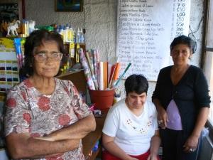 GEORGINA GUTIERREZ JUNTO A MONICA Y SU OTRA HIJA